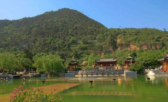 皇的陵墓-骊山陵墓.jpg