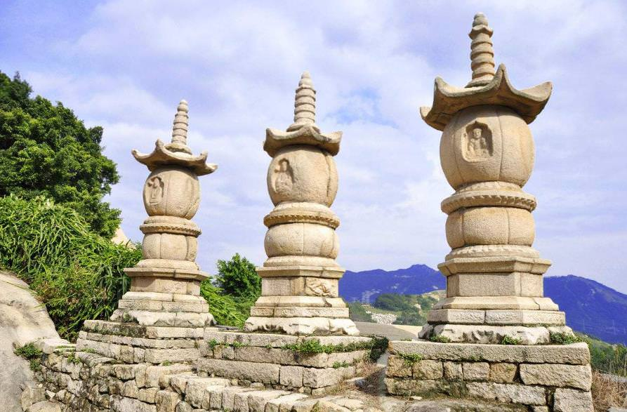 寺庙古建筑设计的石塔雕刻之美